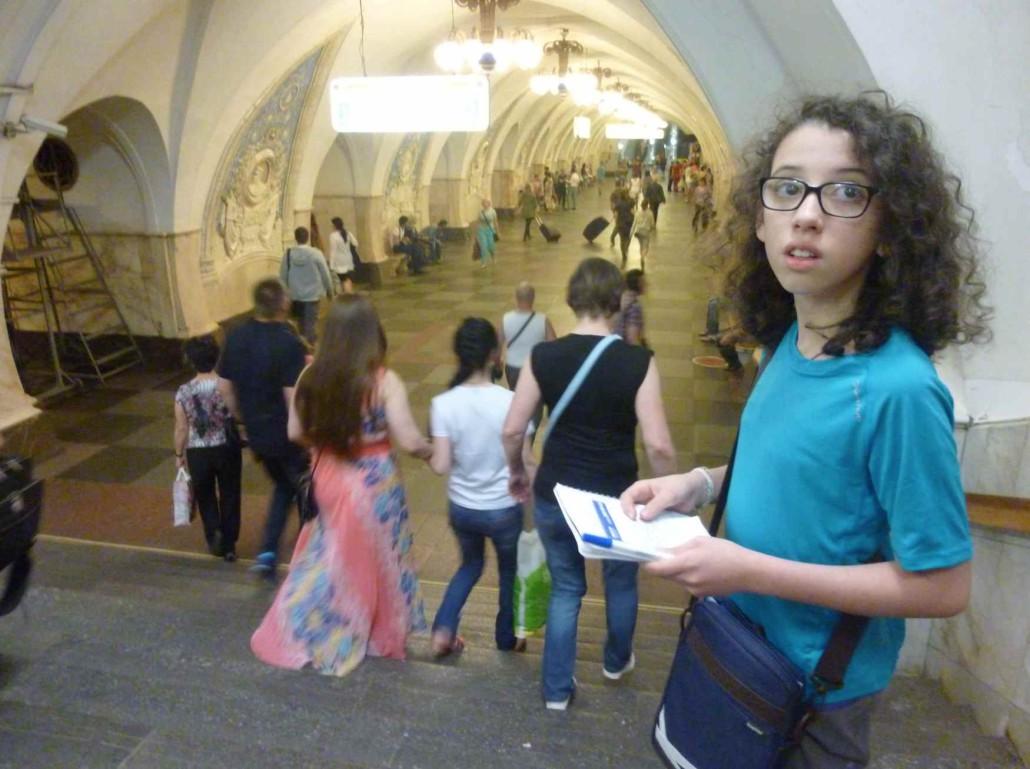 Luna-dans-le-métro-Moscou-1030x769